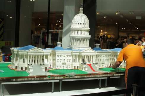A Lego version of the US Capitol being assembled in the Hoffe Am Brühl